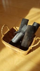 竹炭も頂いたので我が家の玄関、下駄箱で使っています。